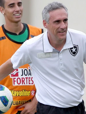 flavio tenius  botafogo (Foto: Ivo Gonzalez /Globo)