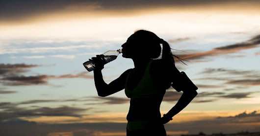 What are the Best Ways for Outdoor Athletes to Stay Hydrated in Warm Weather Climates? – HSS Playbook