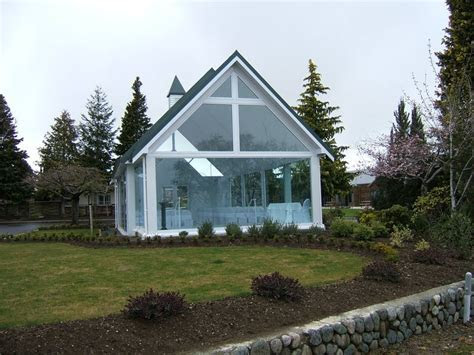 Glass wedding chapel   Photo