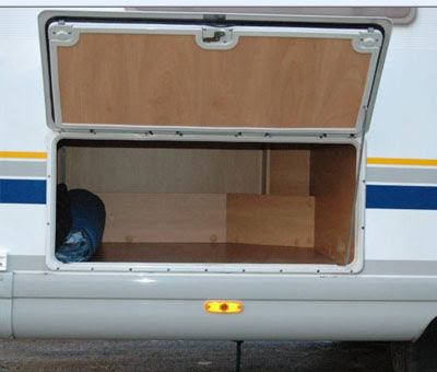 Locations de vehicule voitures amenagement soute camping car burstner - Astuce rangement camping car ...