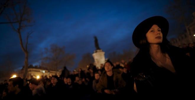Manifestantes en la PLaza de la República de París.- REUTERS/Christian Hartmann