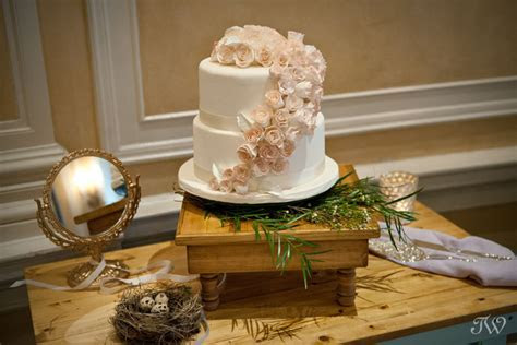 Best Wedding Cakes   Calgary wedding photographer   Tara