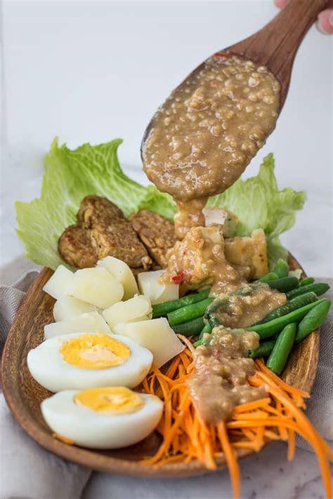indonesian gado gado salad  spicy peanut sauce