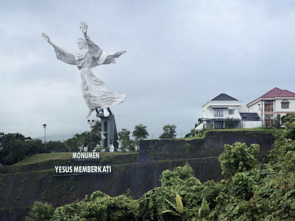 Paisagens alteradas pelas maiores estátuas do mundo 04