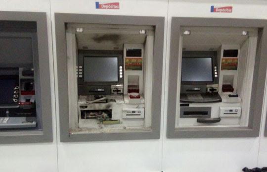 Caixa eletrônico foi explodido na agência do Bradesco de Conceição do Coité | Foto: Divulgação/PM