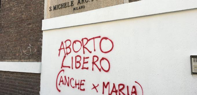 Un sacerdote de Milán replica en Facebook al autor anónimo de una pintada abortista en su parroquia