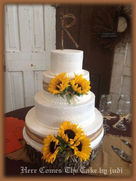 Best 25  Sunflower wedding cakes ideas on Pinterest