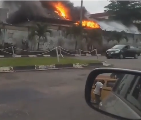 Residential building on fire in Ikeja (video)