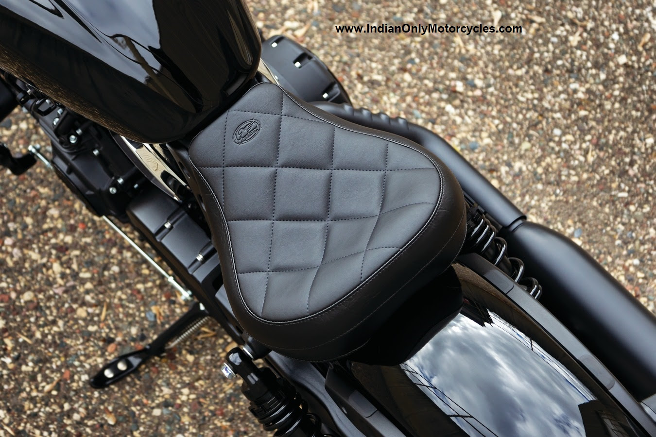 INDIAN SCOUT BOBBER SOLO SEAT TOURING MUSTANG