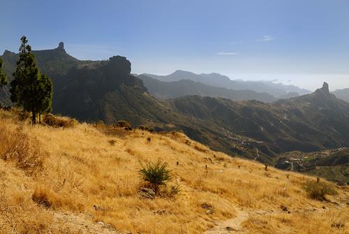 Paisaje grancanario con Roque Nublo y Bentaiga