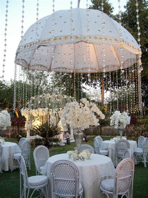 5 Amazing Wedding Decor Ideas with Umbrellas