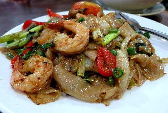 Drunken noodles with shrimp, Hoy Ka