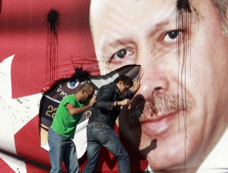 http://petroskosmas.files.wordpress.com/2011/02/erdogan_afissa.jpg