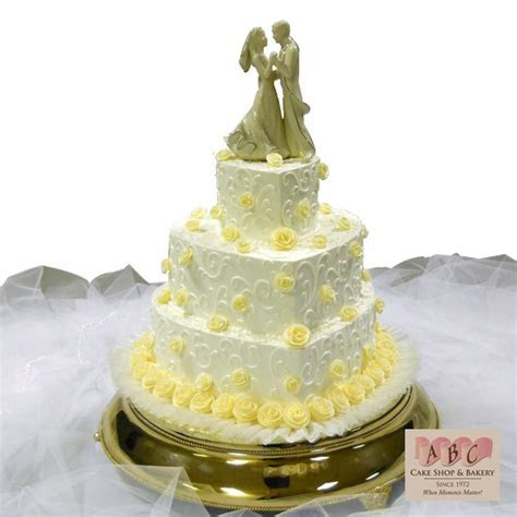 (2029) 3 Tier Heart Shaped Wedding Cake with Yellow