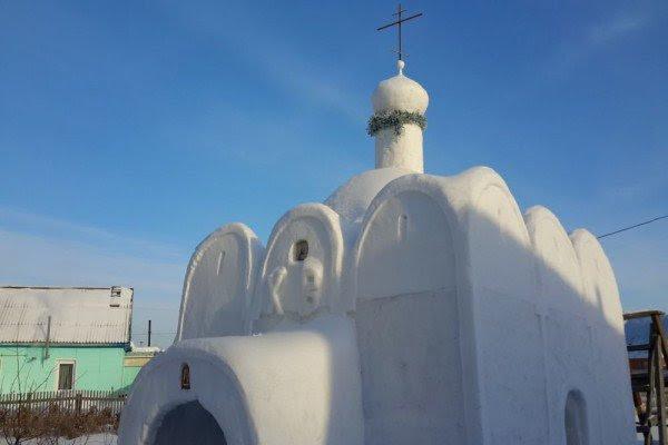 perierga.gr - Έφτιαξε εκκλησία από χιόνι σε χωριό που δεν είχε!