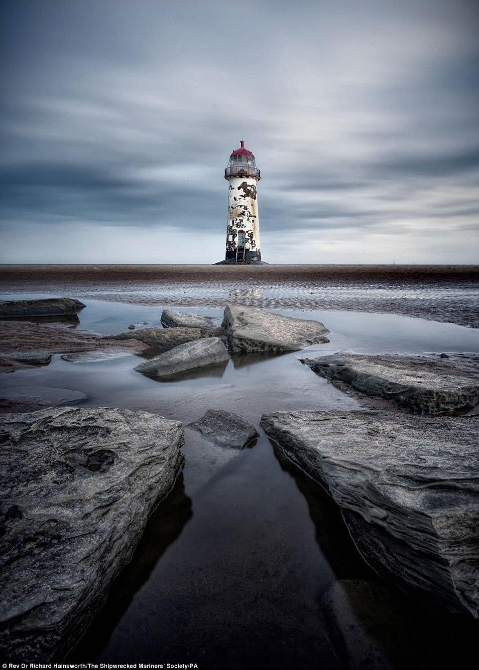 Rev. Dr. Richard Hainsworth venceu a categoria vista litoral com sua imagem do farol de Talacre na costa norte do País de Gales