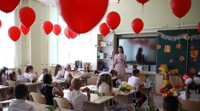 «Раньше намеченного срока»: Владимир Путин поручил с 2 августа начать единовременные выплаты на школьников