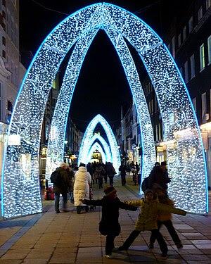 English: Christmas lights on South Molton Stre...