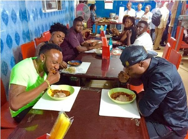 LMAO!! 6 Common Types Of People You Meet At A Nigerian Buka (No.1 Are Very Annoying)