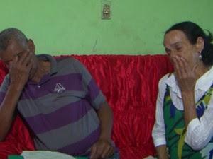Credes Nunes com a esposa Lêda Santana que tem cãncer no fígado na Bahia (Foto: Imagem/TV Subaé)