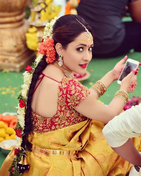 'Cause your phone is your best companion!   BRIDAL COUTURE