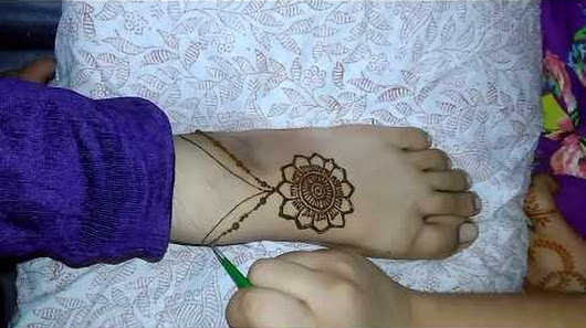 Mehndi Designs Feet N : Cool mehandi design and nail art😃😃 google
