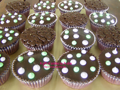 Simple Choc Ganache Cupcakes 001