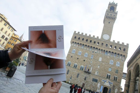 The controversial calendar Toscani, established in Florence. | Afp