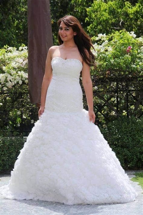 Were can I find a Christian wedding gowns store in Mumbai