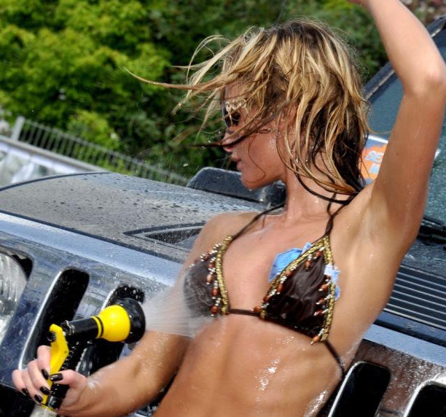 Άγρια Τα καλύτερα Πλυντήρια αυτοκινήτων πάντα να πάρετε μια μικρή Wet N '