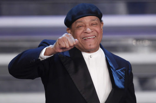 Legendary Jazz Singer Al Jarreau Dead At 76 | Watch Him Perform Live With George Benson