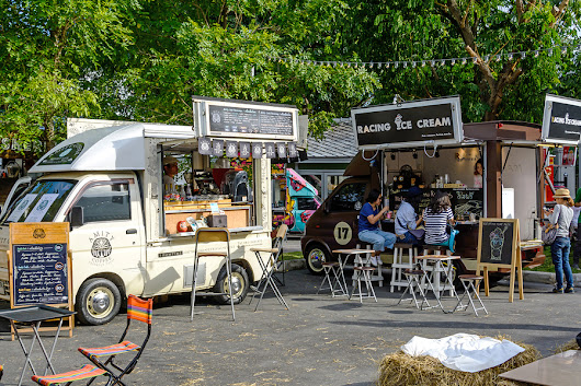 Restaurant or Food Truck: Which Is Better for a Beginner? - Bplans Blog
