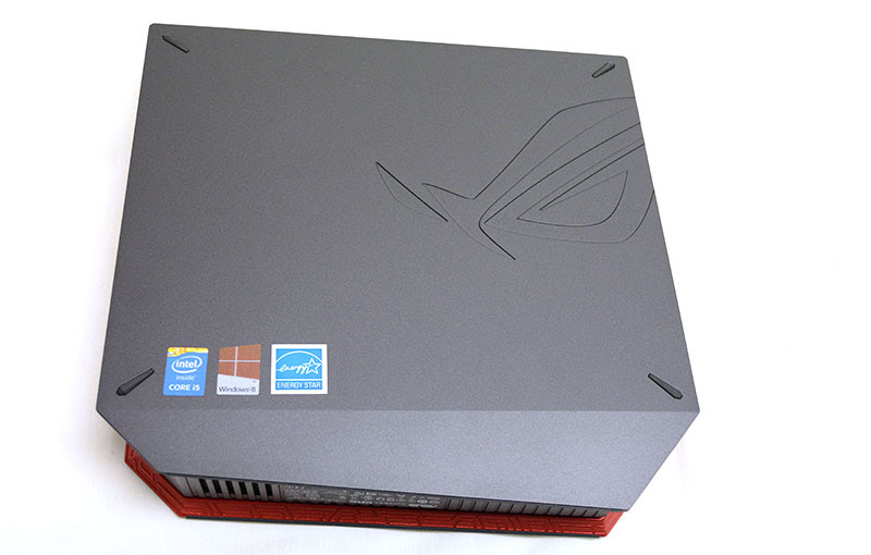 Four rubber stands on the left side panel allow the ROG GR6 to sit flat on its side as well.