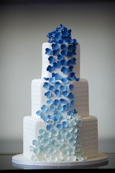 Wedding Cake Ideas: White & Blue Ombre Flowers ? DIY