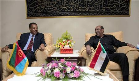Sudan's President Omar Hassan al-Bashir (R) meets Eritrea's President Isaias Afewerki (L) in Sudan's capital Khartoum June 12, 2006. REUTERS/Mohamed Nureldin