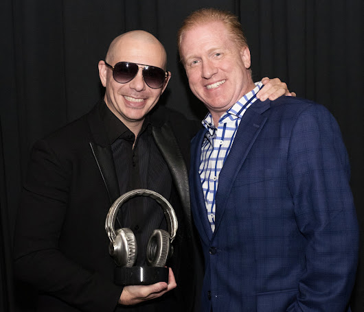 Garth Brooks and Pitbull Receive Bennett Custom Awards