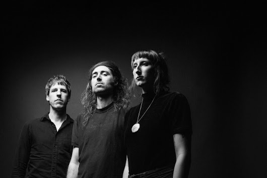 A Place To Bury Strangers anuncian disco en directo y comparten el vídeo para 'Punch Back'