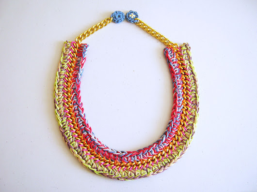 Necklace in a chain #2/ Collar en una cadena #2