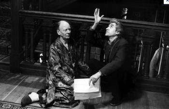 Alain Resnais pendant la mise en scène de Providence