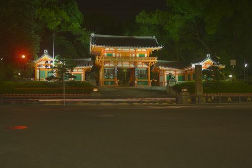 Yasaka shrine entrance HDR 2 PR