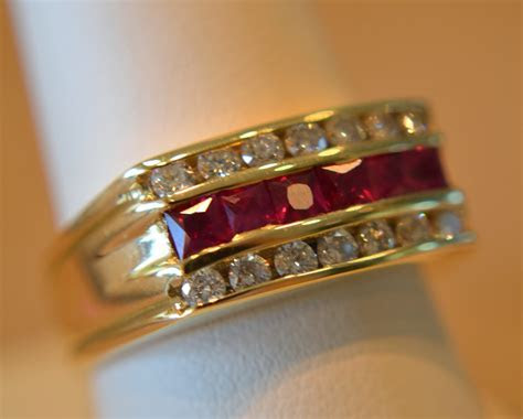 BEAUTY AND FASHION: MENS WEDDiNG GOLD RINGS RUBY