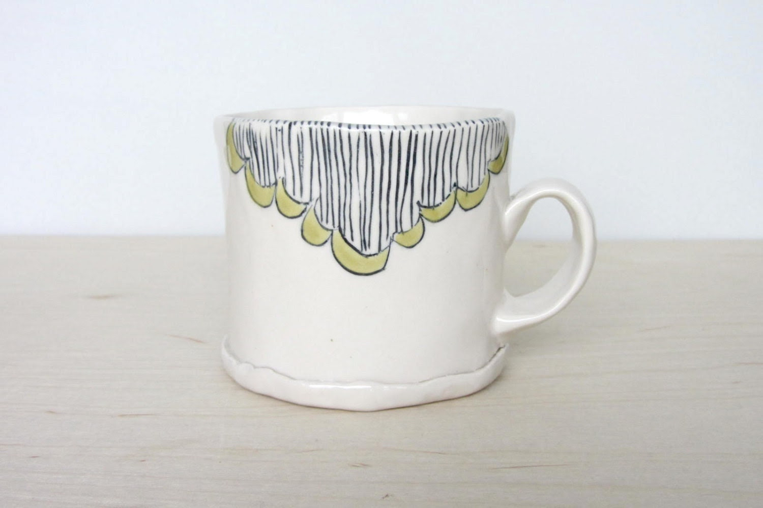 Scallops and Stripes Short Mug with Moss Green and Peach Pink