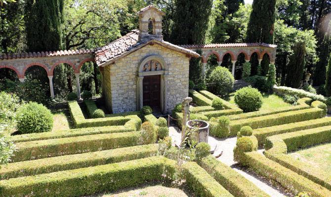 villa peyron cappella giardino siepi toscana fiesole