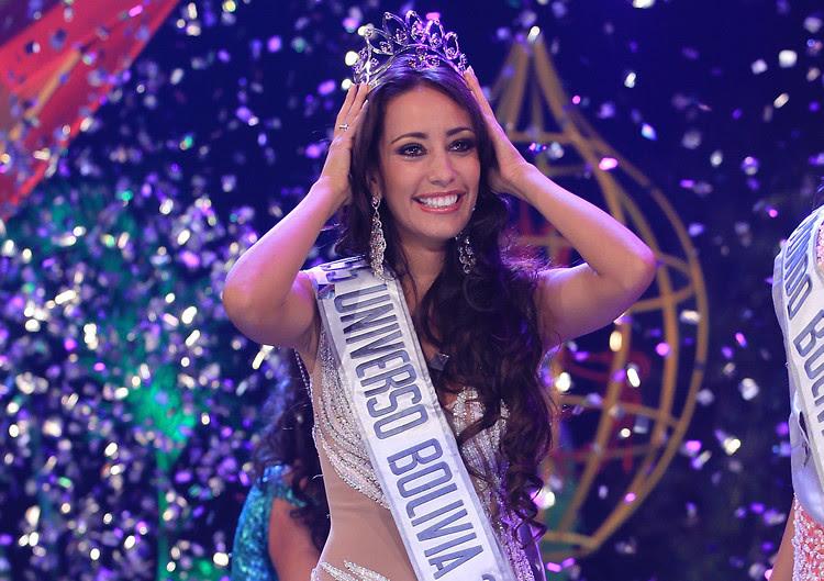 Claudia Tavel con la corona de Miss Universo Bolivia 2013