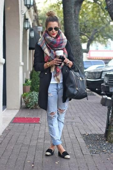 The perfect plaid blanket scarf for fall. (thecourtneykerr)