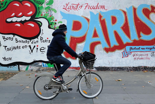 AP PHOTOS: Amid the heartbreak of the Paris attacks, graffiti artists depict city's resilience