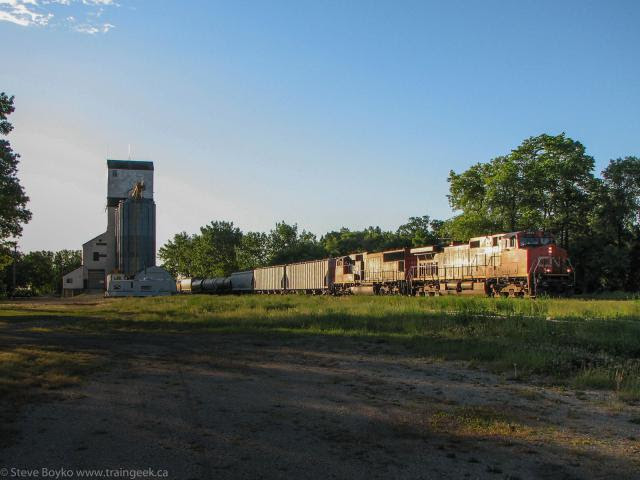 CN 2603 at Oakville Manitoba