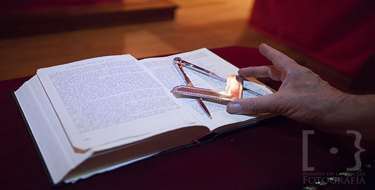 Image result for foto biblia en el templo mason