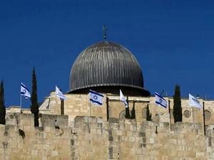 bendera israel di masjid aqsa