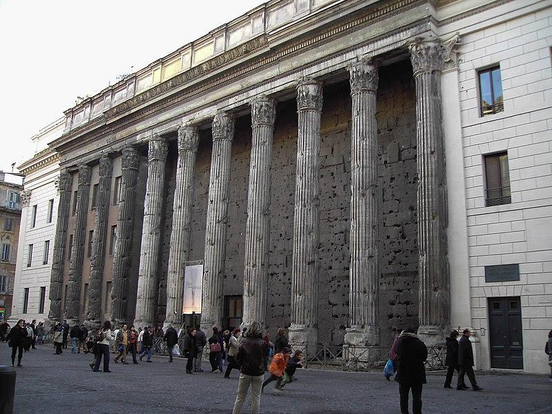 Fil: Rom, Piazza di Pietra - Tempel Adriano.JPG